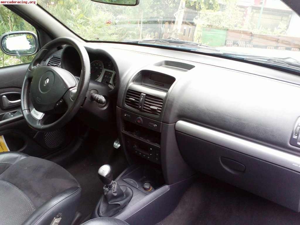 Se vende interior completo de clio sport 182 cv 2005 for Se vende parking completo
