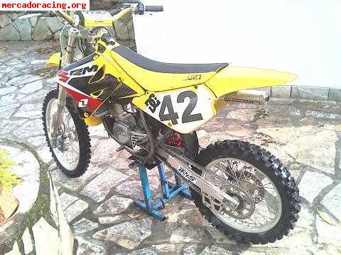 vendo suzuki rm 85cc de cross venta de motos de carretera enduro o cross. Black Bedroom Furniture Sets. Home Design Ideas